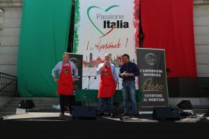 Da sin. a des. Mauro Cavallero e Gianni Arimondo, dell'Associazione Culturale Palati Fini e Giovanni Aricò, Segretario Generale della CCIS