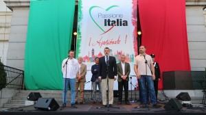 Vasco Fracanzani canta l'inno di Mameli
