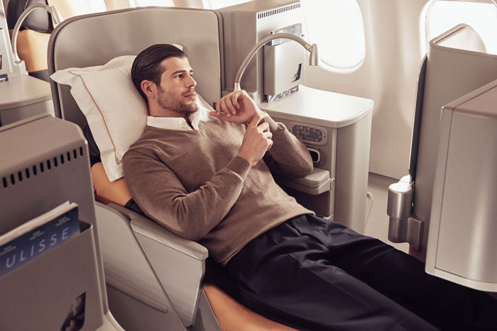 700Business_Class_Man_Relax