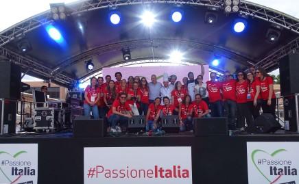 xPassione Italia 2018_Dia 3-477 Staff CCIS insieme all'ambasciatore Stefano Sannino