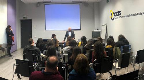 Estudiantes italianos se reúnen con el presidente del Com.It.Es de Madrid en la sede de la CCIS