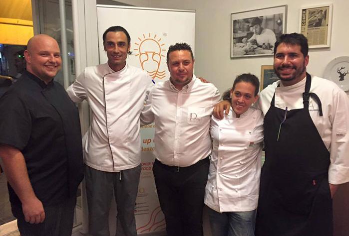 """La chef Fabiana Scarica con los chefs del restaurante """"Il Pastaio del Vecchio Mulino"""""""