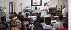 Green kitchen. jóvenes cocineros en movilidad